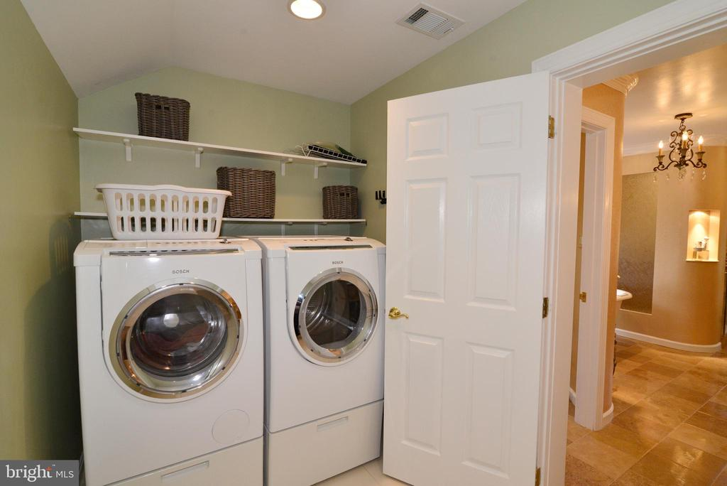 Owner's suite laundry station. - 2403 SAGARMAL CT, DUNN LORING