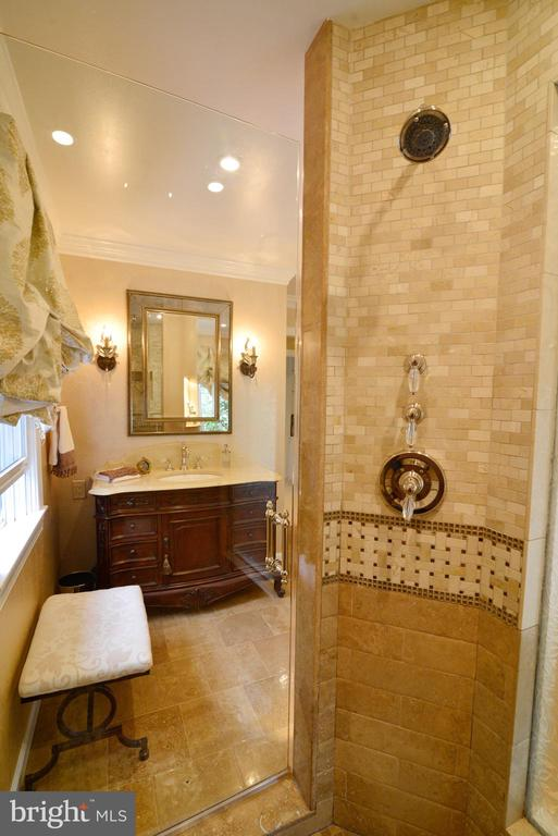 Custom spa shower with 3 separate shower heads. - 2403 SAGARMAL CT, DUNN LORING