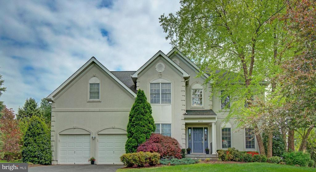 Welcome Home! Elegance and Privacy meet. - 10753 BLAZE DR, RESTON