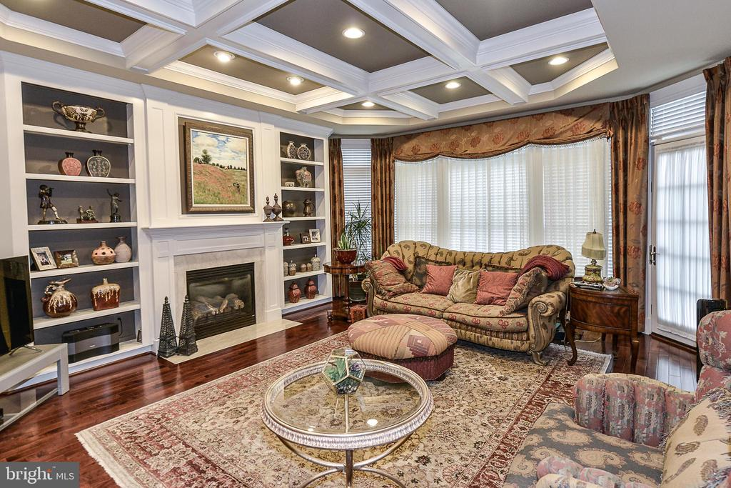 Family Room w/ Accented Coffer Ceiling & Built-ins - 8421 FALCONE POINTE WAY, VIENNA