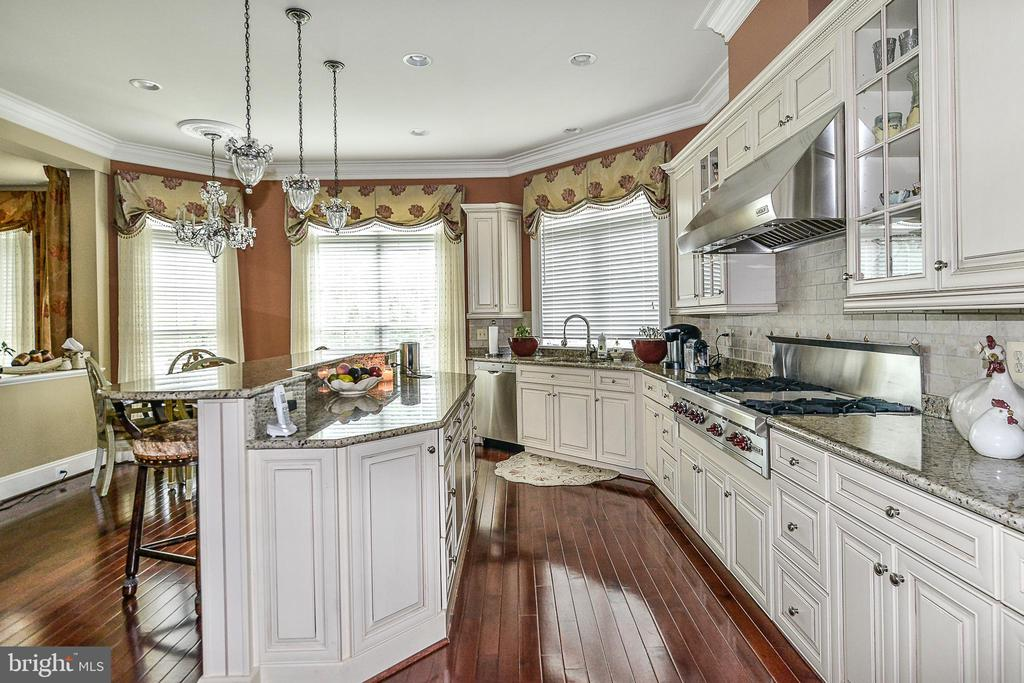 Fully Loaded Gourmet Kitchen w/ Wolf Cooktop - 8421 FALCONE POINTE WAY, VIENNA