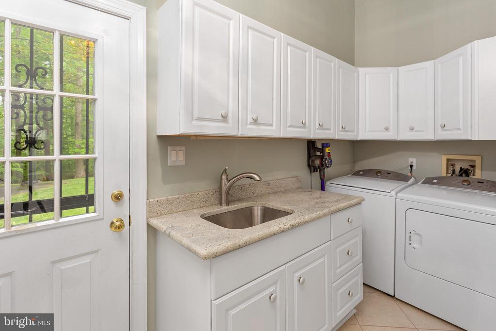 Mud Room/Laundry Room with Exterior Side Door - 8512 CATHEDRAL FOREST DR, FAIRFAX STATION