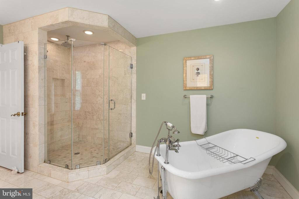 Master Bath with Separate Shower & Tub - 8512 CATHEDRAL FOREST DR, FAIRFAX STATION