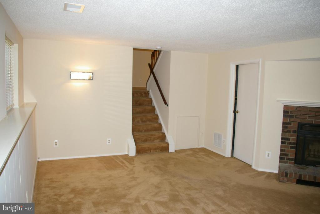 Family Room on Lower Level - 5903 VERNONS OAK CT, BURKE