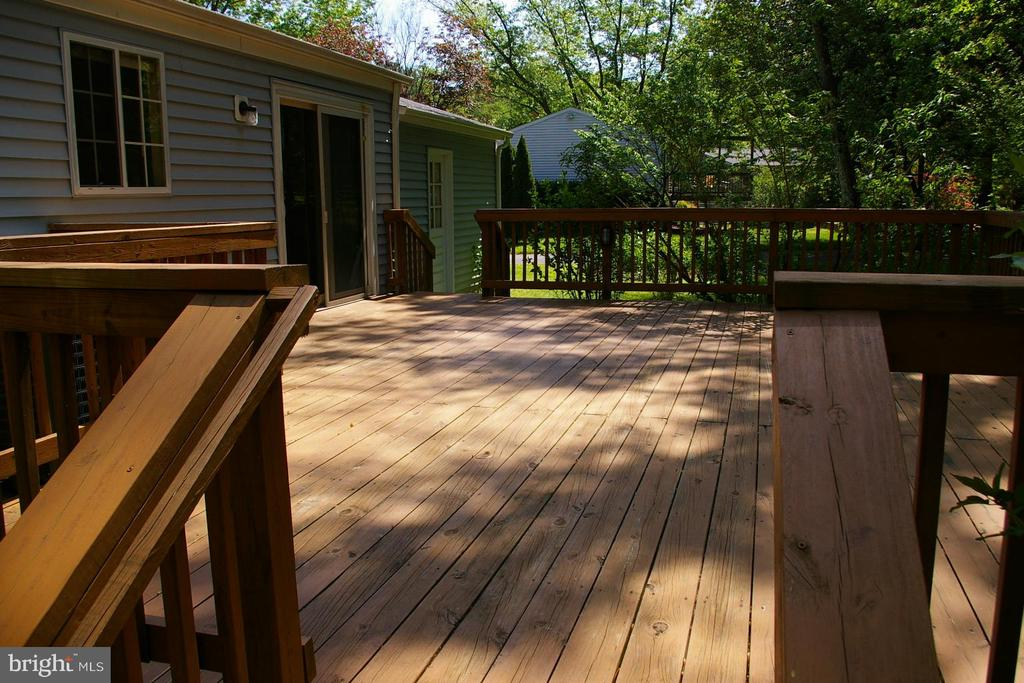 Huge Deck is perfect for gatherings - 5903 VERNONS OAK CT, BURKE