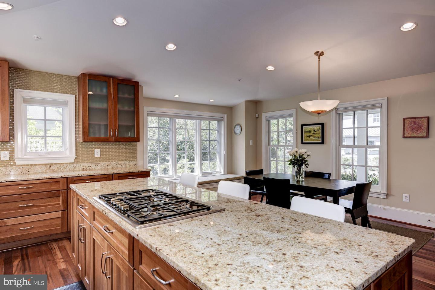 Additional photo for property listing at 3 Bullard Cir Rockville, Maryland 20850 United States