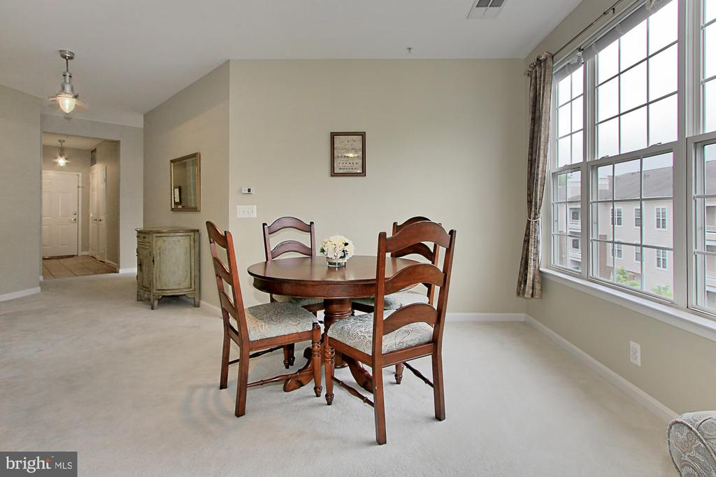 Dining room with picture window - 4310-T CANNON RIDGE CT #92, FAIRFAX