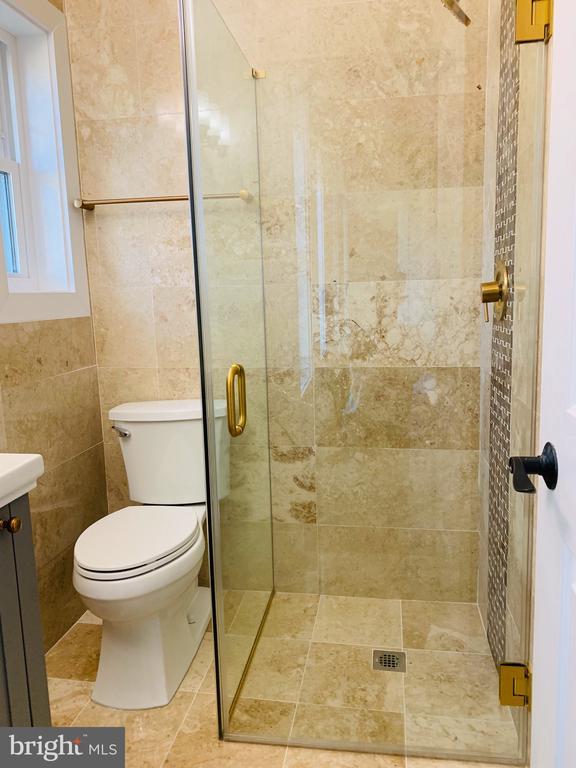 Second master attached bath - 1812 N BARTON ST, ARLINGTON