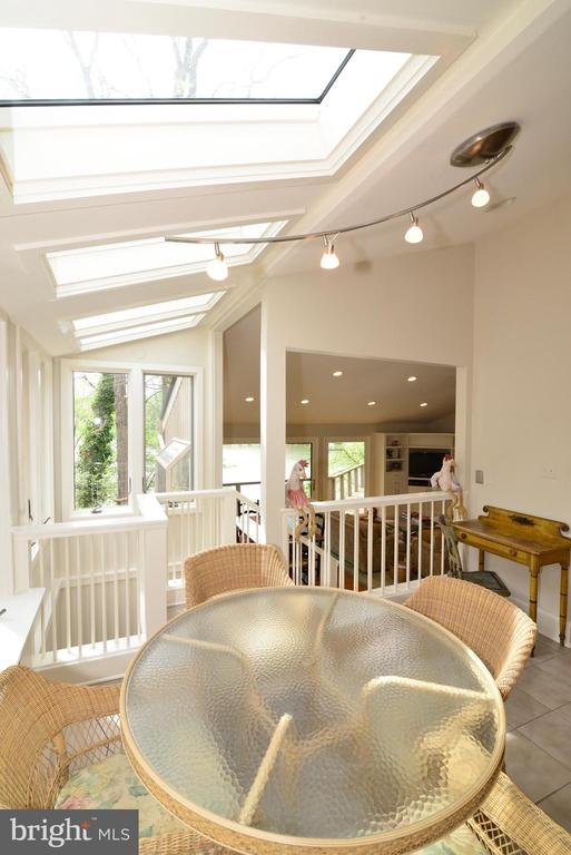 The breakfast room has skylights and windows! - 2201 BURGEE CT, RESTON