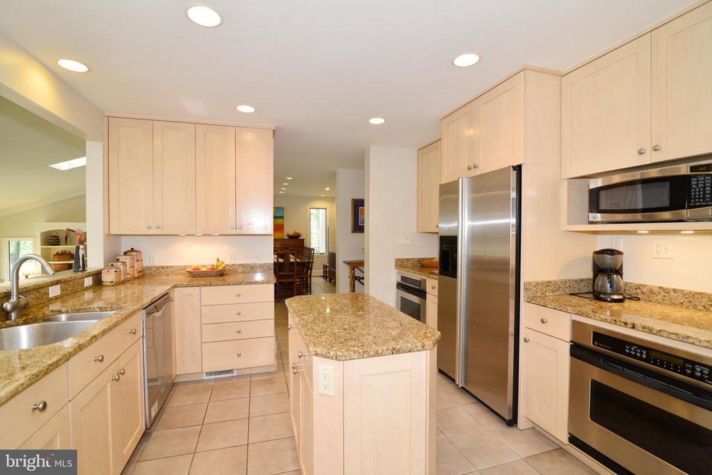 Kitchen with granite & stainless steel appliances! - 2201 BURGEE CT, RESTON