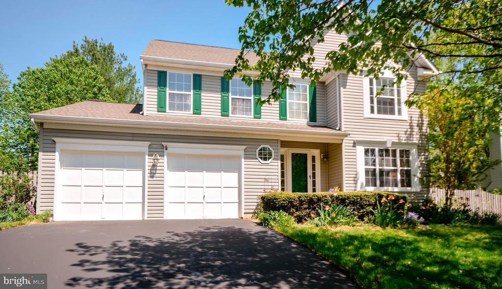 Welcome Home to 318 Oakcrest Manor! - 318 OAKCREST MANOR DR NE, LEESBURG