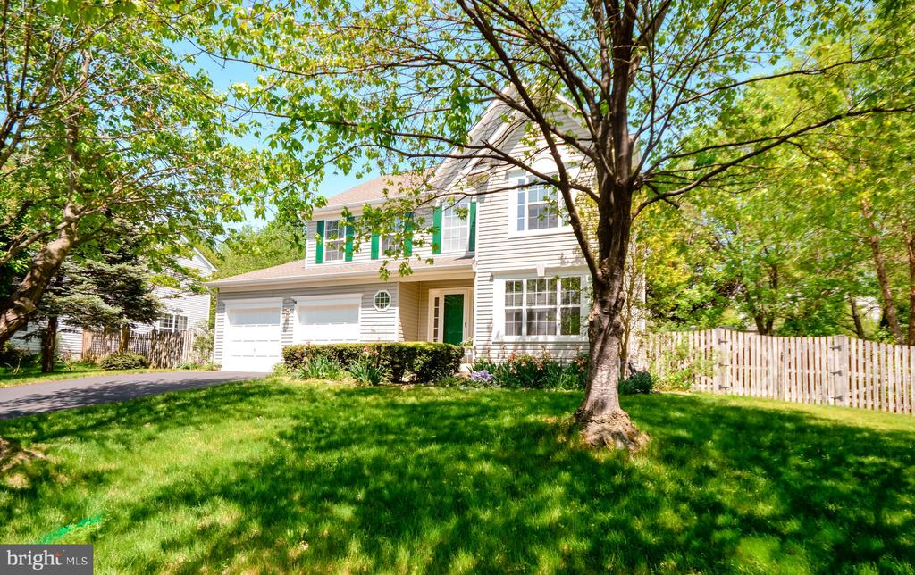 Located less than 1 mile from Historic Leesburg - 318 OAKCREST MANOR DR NE, LEESBURG