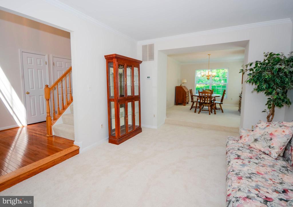 Living Room - 318 OAKCREST MANOR DR NE, LEESBURG