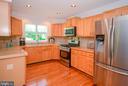 Renovated Kitchen with Samsung Appliances - 318 OAKCREST MANOR DR NE, LEESBURG