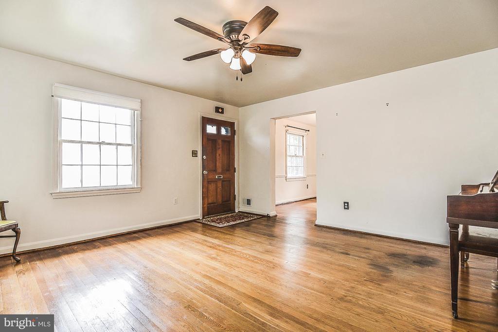 Living room - 6942 28TH ST N, ARLINGTON