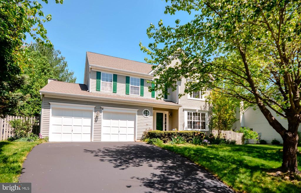 Close to Outlets, Ida Lee Park & Local Attractions - 318 OAKCREST MANOR DR NE, LEESBURG