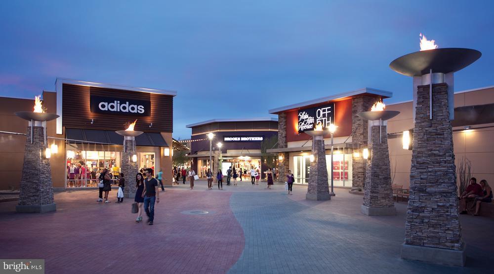 Leesburg Outlet Mall - 318 OAKCREST MANOR DR NE, LEESBURG