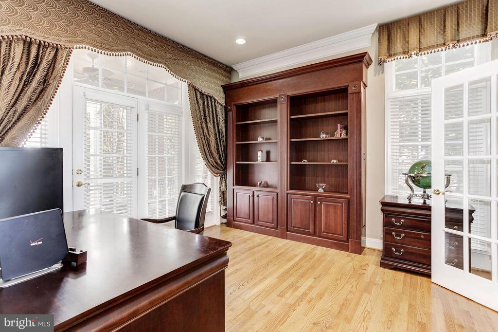 Private Study Office Overlooking  the Deck - 3509 SCHUERMAN HOUSE DR, FAIRFAX