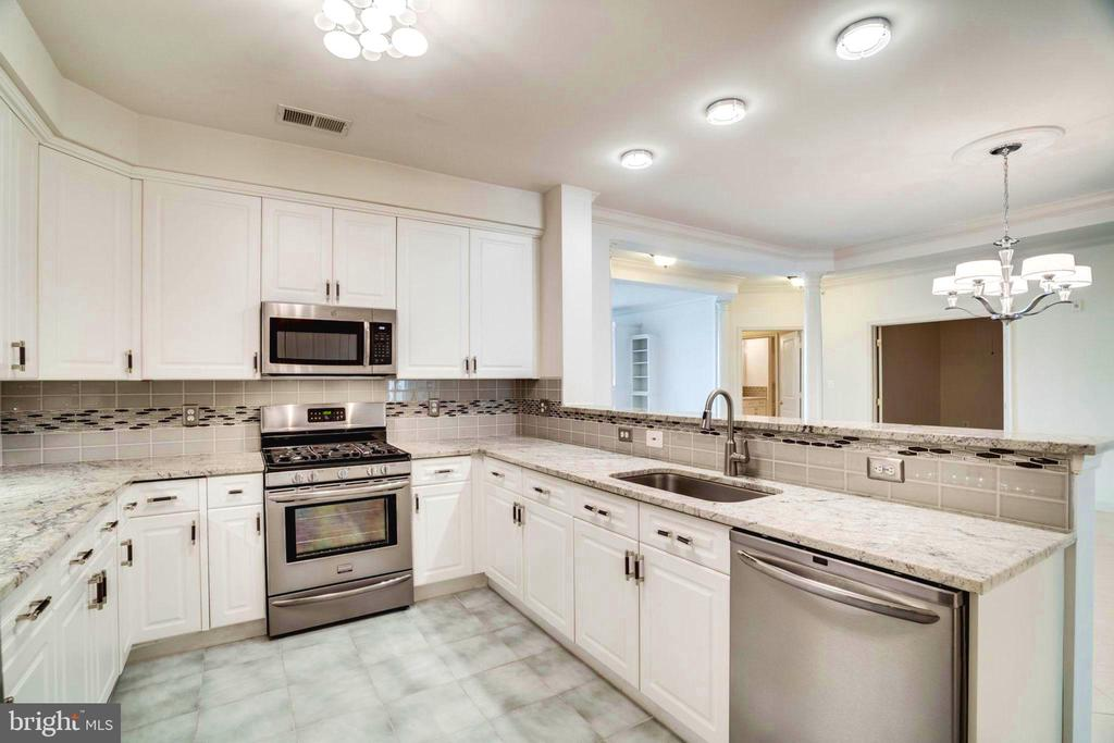 Kitchen, New Granite, Door Pulls, Lighting - 440 BELMONT BAY DR #401, WOODBRIDGE