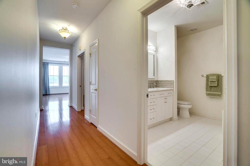 Hallway Leading to Master BD-MBA on Right - 440 BELMONT BAY DR #401, WOODBRIDGE