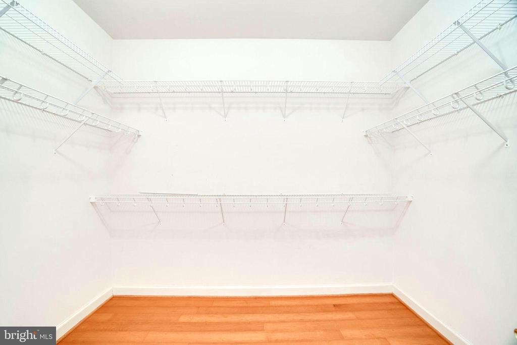 Master Bedroom Walk -In Closet - 440 BELMONT BAY DR #401, WOODBRIDGE
