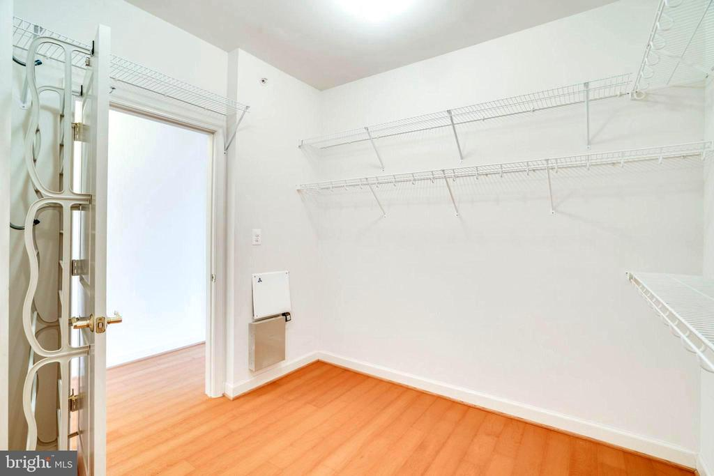 Master Bedroom Walk-In Closet - 440 BELMONT BAY DR #401, WOODBRIDGE