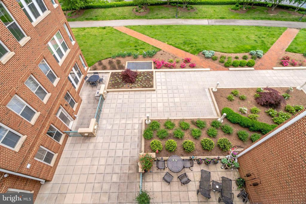 Looking donw from Balcony-Lovely Landscaping - 440 BELMONT BAY DR #401, WOODBRIDGE