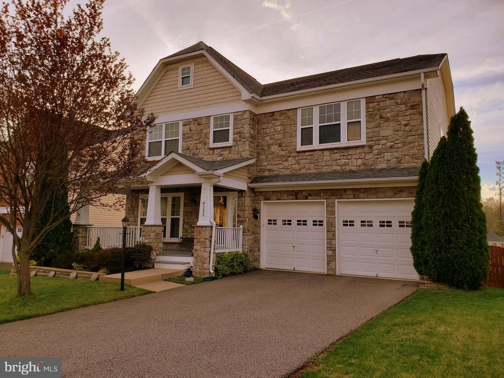 Meticulous care continues from the yard to inside. - 4152 AGENCY LOOP, TRIANGLE