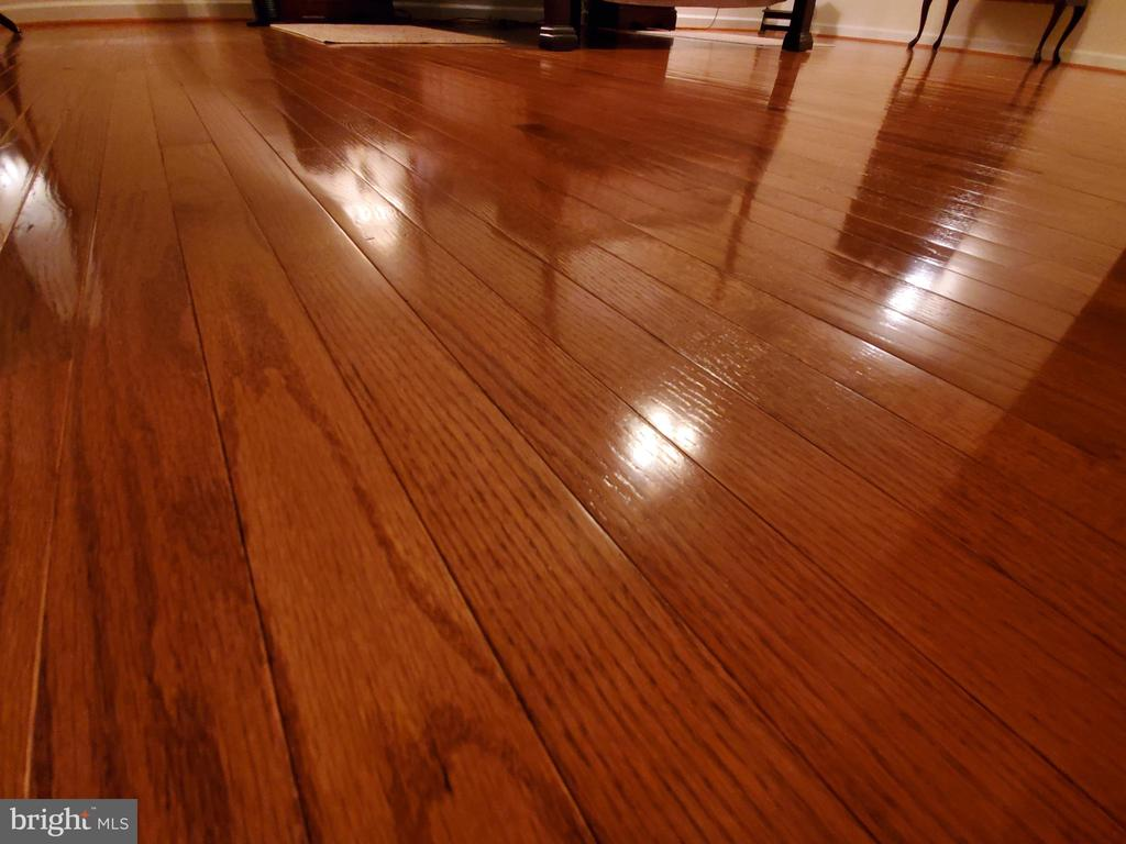 Close up of hardwood beauty. - 4152 AGENCY LOOP, TRIANGLE