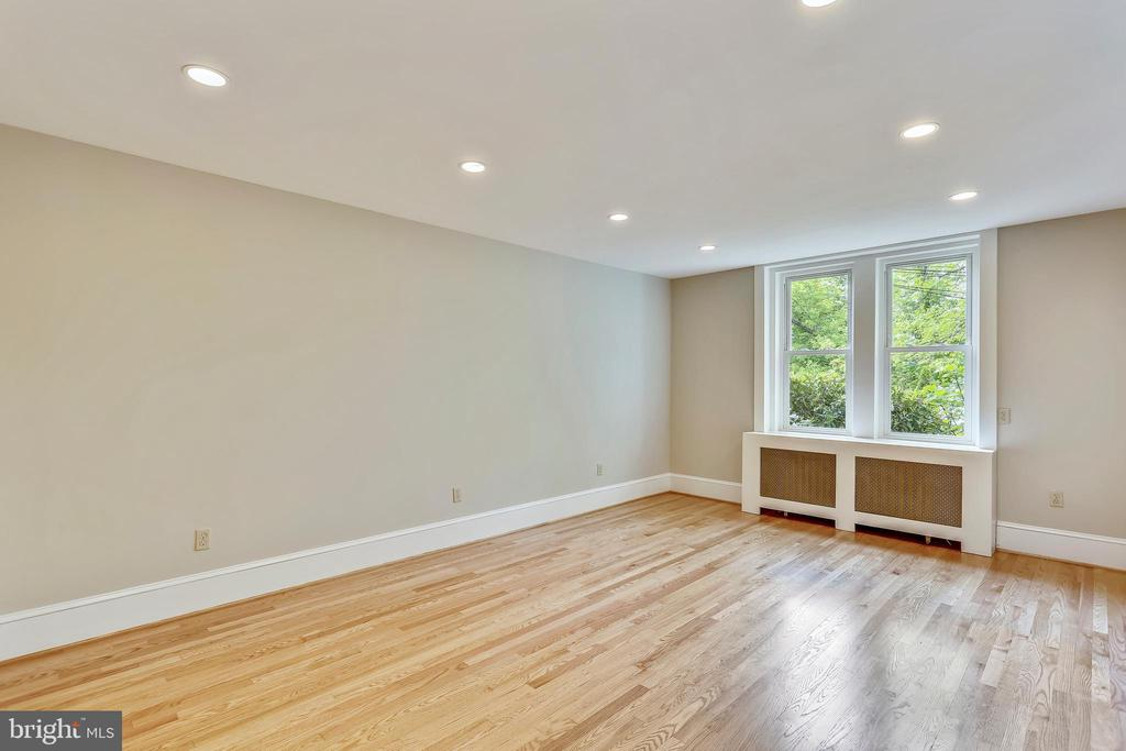 9' Ceilings Throughout Most of the Main Level - 6410 SLIGO MILL RD, TAKOMA PARK