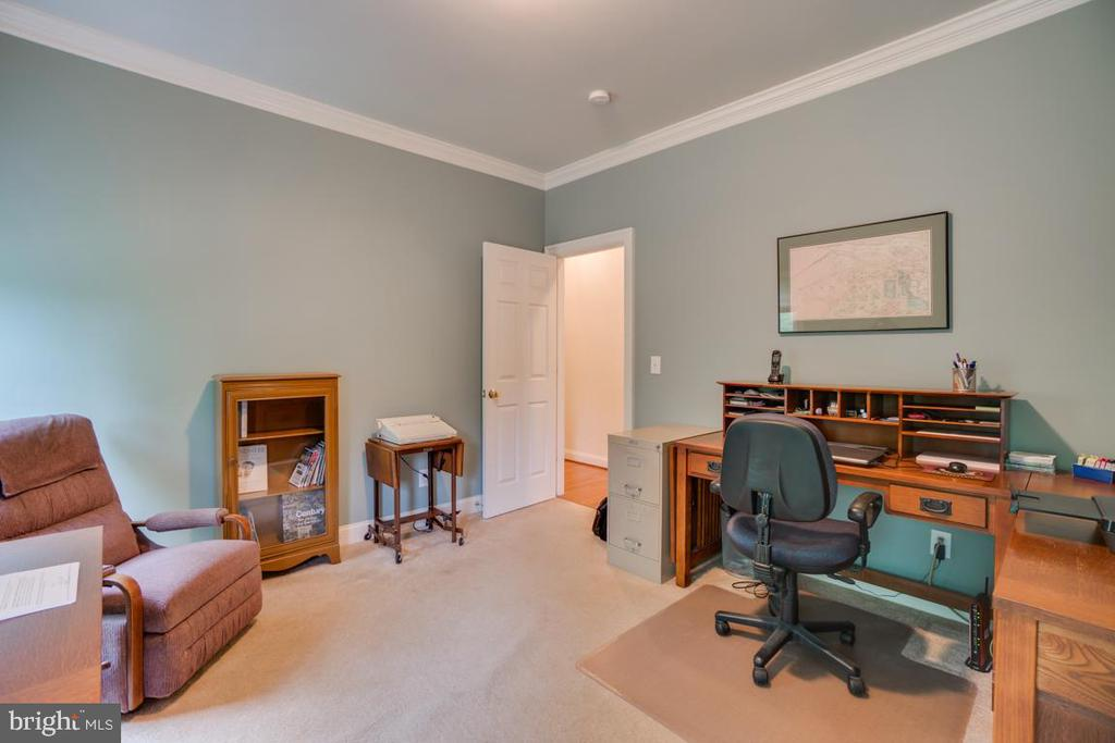 Office space that can also be a bedroom - 85 TOWN AND COUNTRY DR, FREDERICKSBURG
