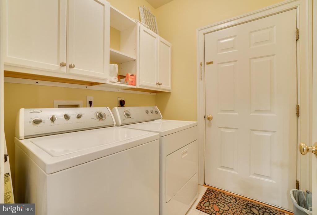 Seperate laundry room - 85 TOWN AND COUNTRY DR, FREDERICKSBURG