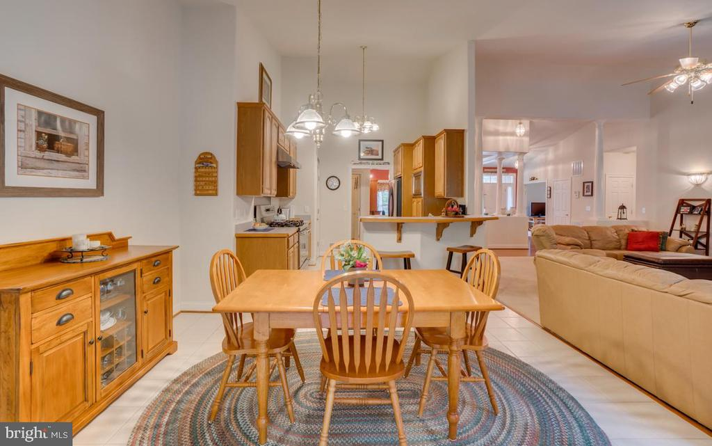 Kitchen opens to dining area - 85 TOWN AND COUNTRY DR, FREDERICKSBURG