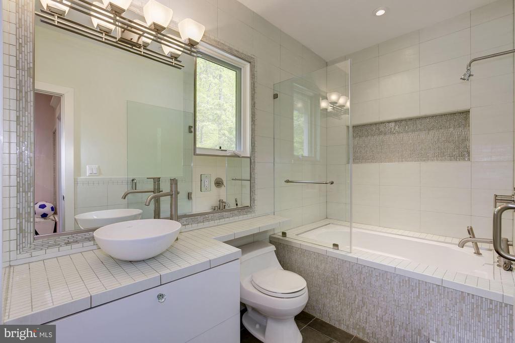 Pretty ensuite bathroom - 8505 MEADOWLARK LN, BETHESDA