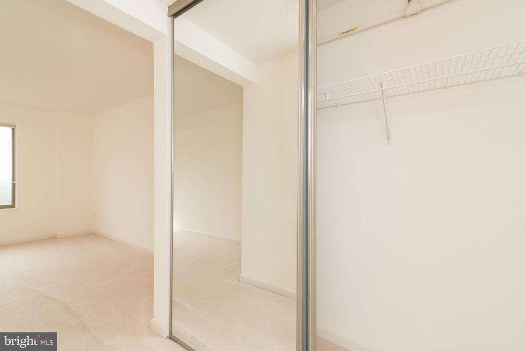 Big closets! - 19385 CYPRESS RIDGE TER #1110, LEESBURG