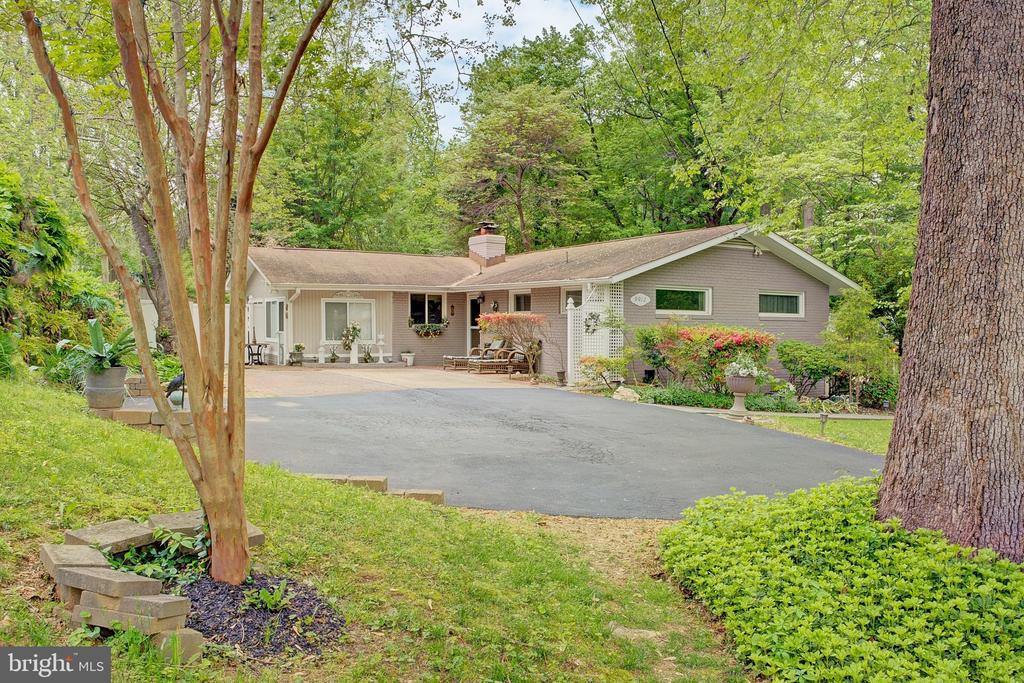 - 9912 PINEHURST AVE, FAIRFAX
