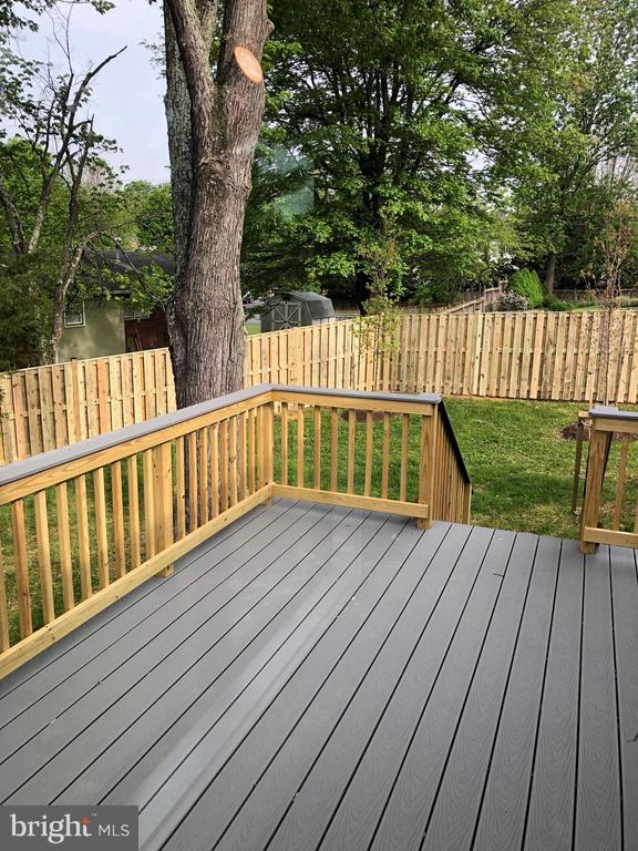 New Deck Takes You Out to Yard - 505 PRINCESS CT SW, VIENNA