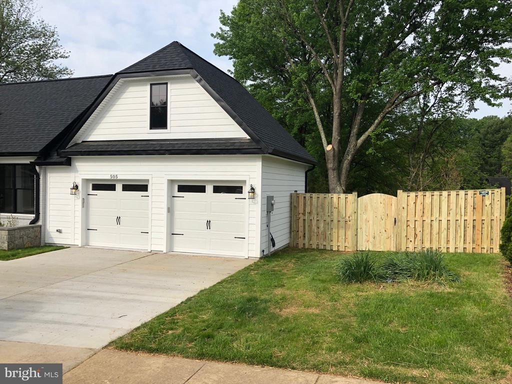 Park in the Garage or on Driveway - 505 PRINCESS CT SW, VIENNA