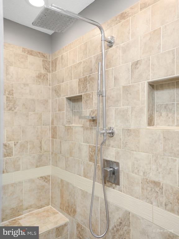 Walk In Master Shower with Rain Head - 3613 WESTCHESTER CT, MIDDLETOWN