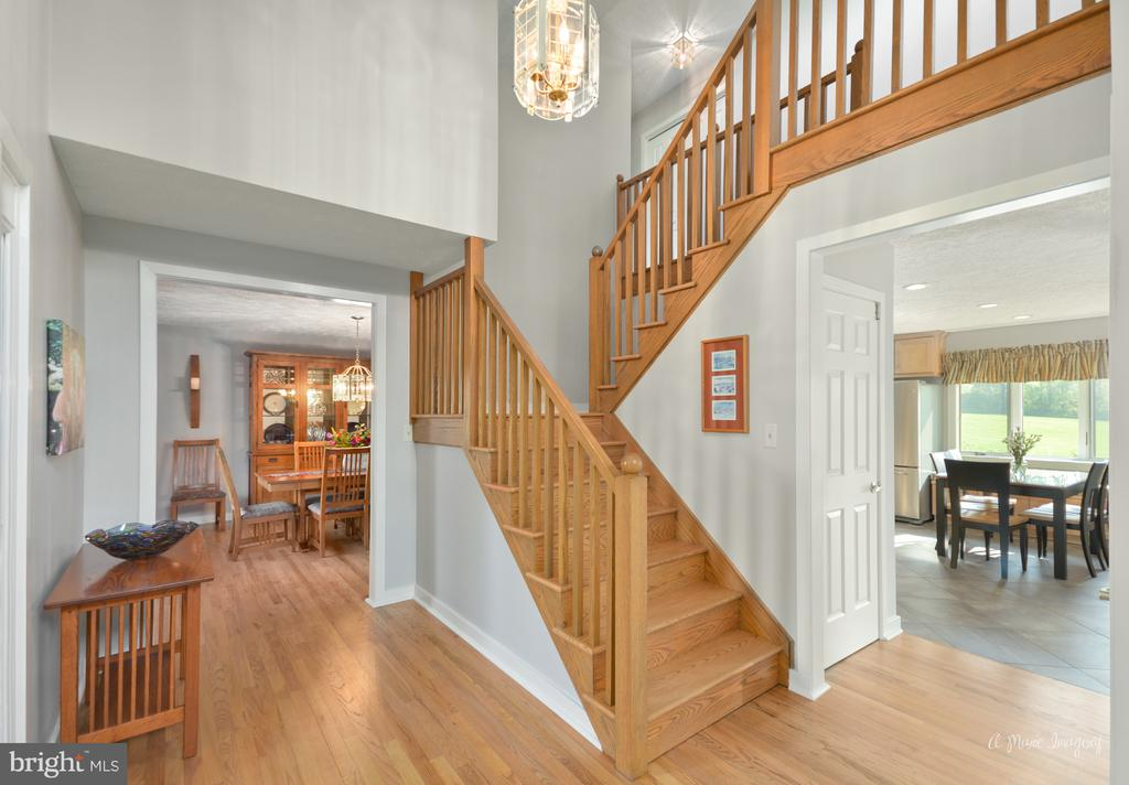 Two story foyer with newly refinished hardwoods - 3613 WESTCHESTER CT, MIDDLETOWN