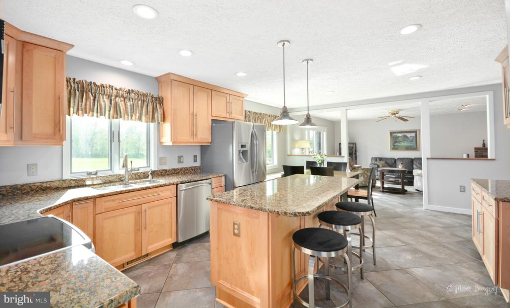 Remodeled Kitchen with granite/stainless - 3613 WESTCHESTER CT, MIDDLETOWN