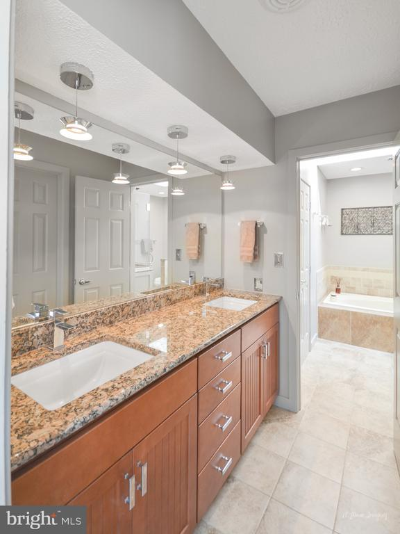 36 inch counter height vanities! - 3613 WESTCHESTER CT, MIDDLETOWN