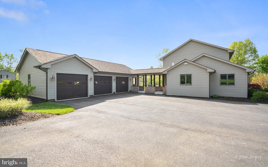 Covered Breezeway to main house - 3613 WESTCHESTER CT, MIDDLETOWN