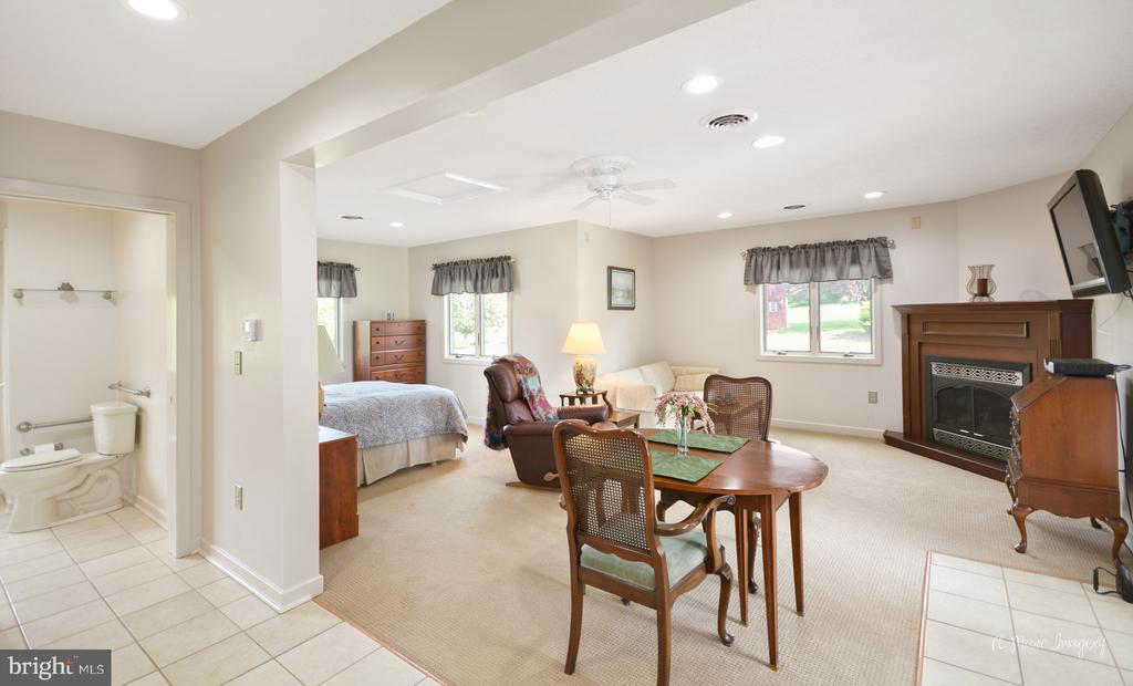 Entry Level Guest Suite - 3613 WESTCHESTER CT, MIDDLETOWN