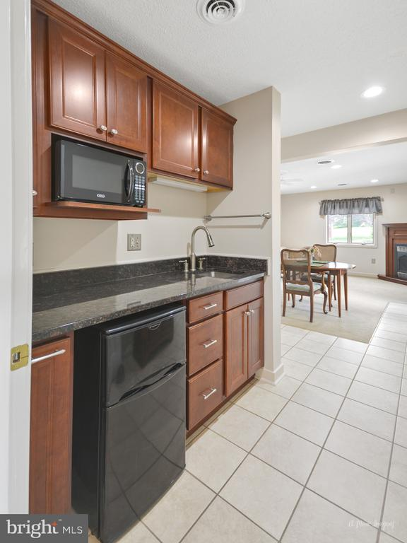 Kitchenette in Guest Suite - 3613 WESTCHESTER CT, MIDDLETOWN