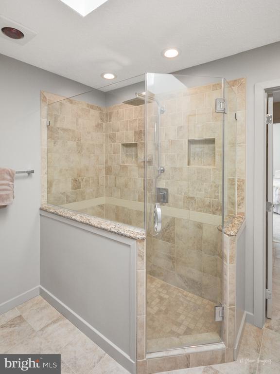 Remodeled Walk In Shower - 3613 WESTCHESTER CT, MIDDLETOWN