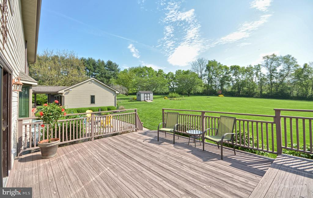 Large Deck overlooking amazing yard - 3613 WESTCHESTER CT, MIDDLETOWN