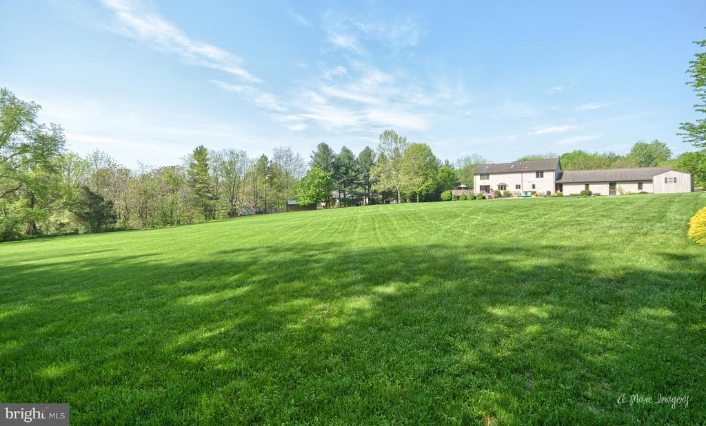 Amazing Yard - 3613 WESTCHESTER CT, MIDDLETOWN
