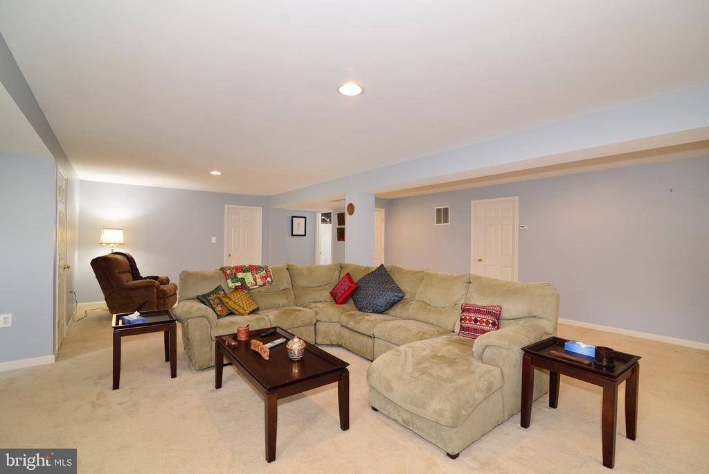 Space for 100+ people - no kidding! - 1517 BROOKDALE CT, WINCHESTER