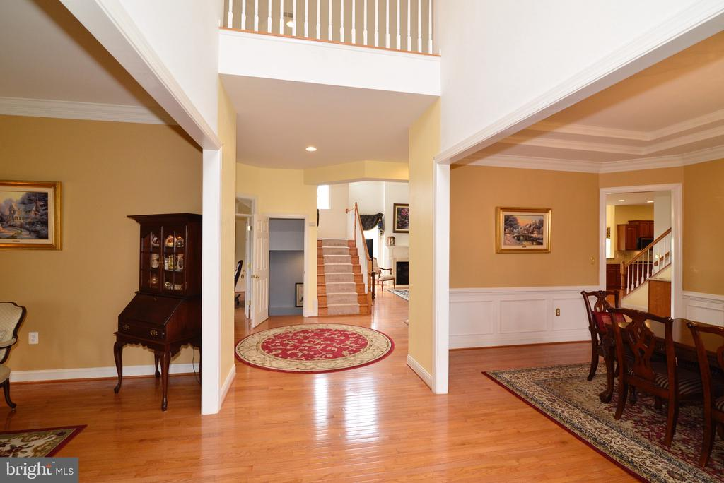 Beautiful hardwoods throughout main level! - 1517 BROOKDALE CT, WINCHESTER